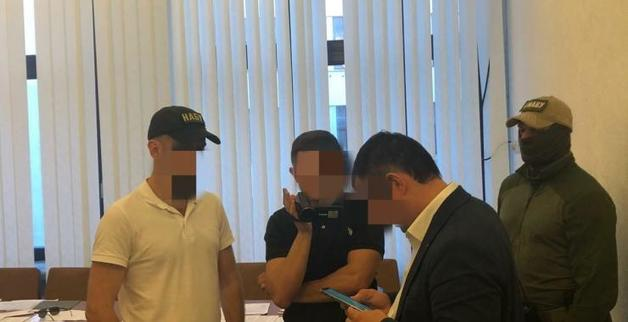 Чиновник Харьковской ОГА, которого задержали на миллионной взятке, вышел под залог