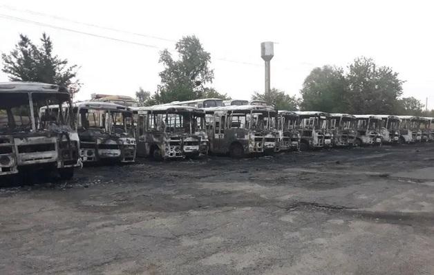 «Девяностые отдыхают»: В Черкасской области сожгли 12 автобусов
