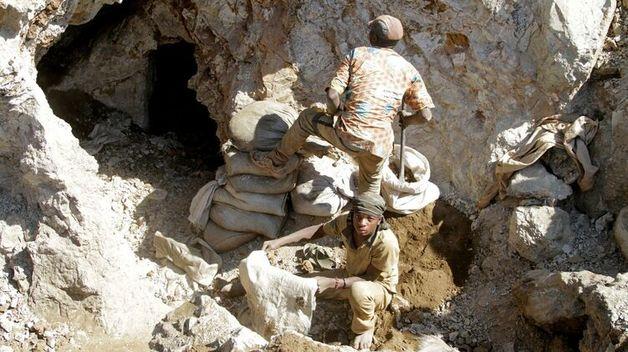 При обвале породы на золотом руднике в Конго погибли десятки человек