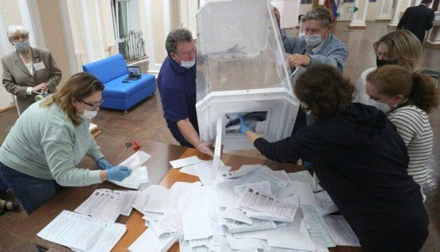 «Единая Россия» лишилась большинства в городских думах Томска и Новосибирска. Там победили кандидаты от Навального и «Умного голосования»