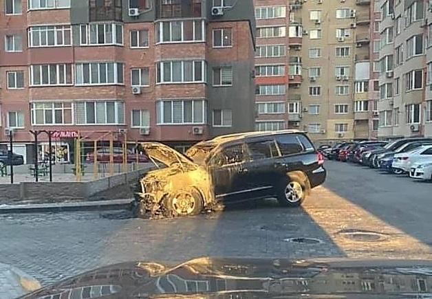 В Николаеве сожгли машину главаря местной банды