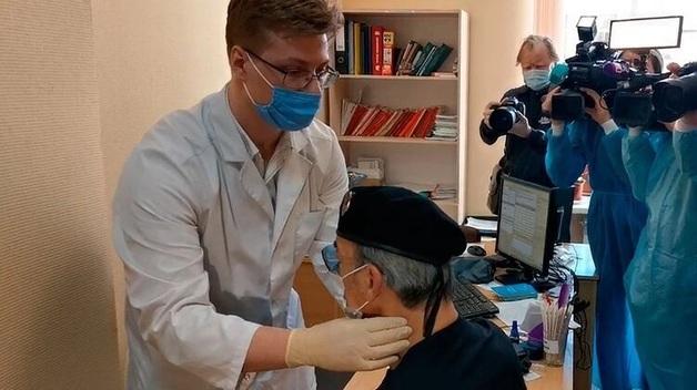 Врач объяснил, почему Михаил Боярский потерял сознание перед прививкой