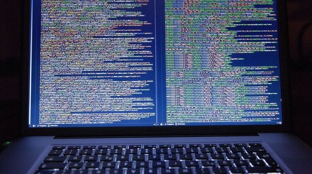 Пятерых китайских хакеров США обвинили во взломе более сотни американских компаний