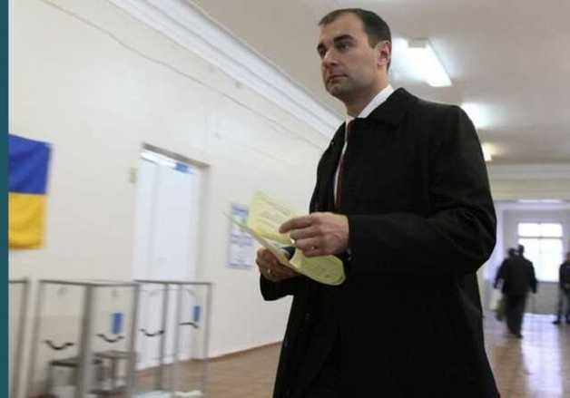 С такой женой, как Виктория Джарты, и враги не нужны: как Валерий Омельченко регулярно попадает в скандалы