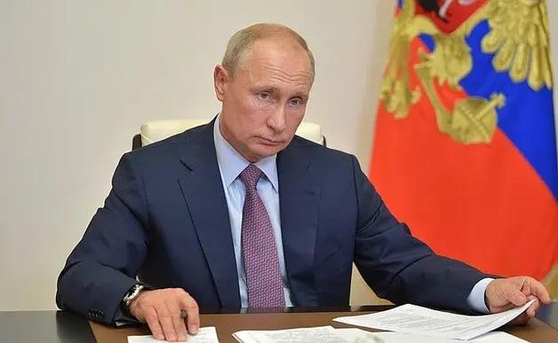 Путин заявил Макрону, что Навальный сам мог отравиться «Новичком»