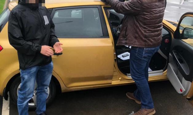 Чиновника столичной Госэкоинспекции поймали при получении взятки