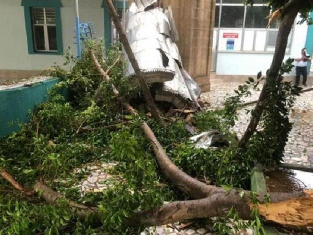 Смертельный ураган, обрушившийся на Анталью, сняли на видео