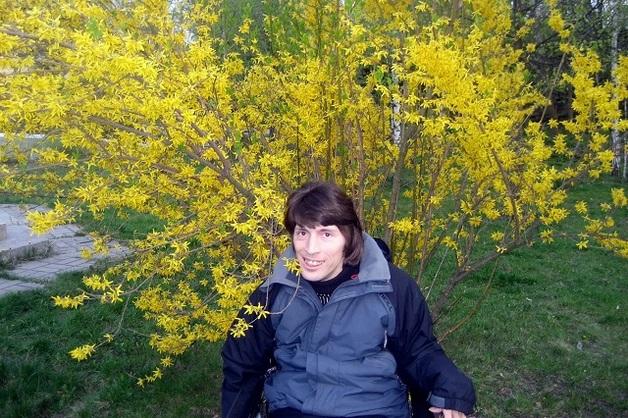 В Киеве от COVID-19 умер 40-летний поет, родители не отдают тело и угрожают подорвать дом