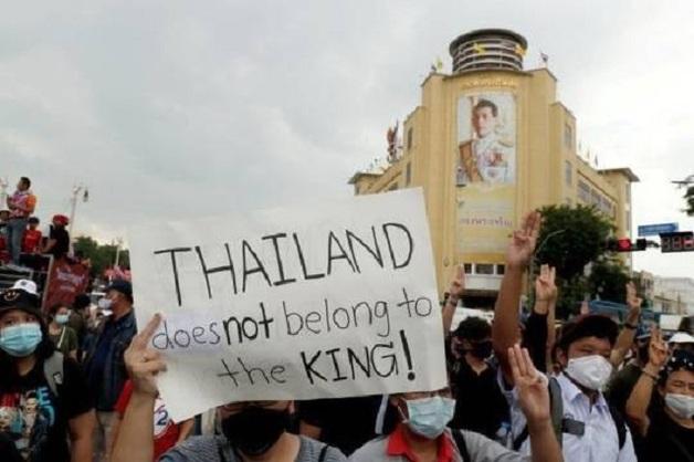 Протесты в Таиланде достигли небывалого размаха, и король Маха Вачиралонгкорн сыграл в этом не последнюю роль