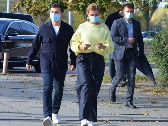 Боевой зонт и чемодан-щит заметили у охраны Зеленского