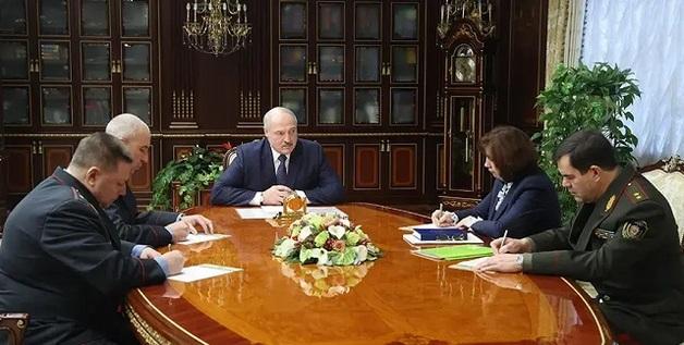 Не лезьте в мой огород: Лукашенко жестко отчитал соседние страны