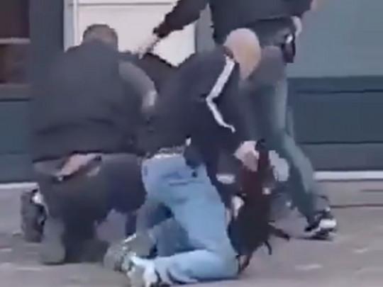 Террористическая атака во Франции: в сети показали видео убийства исламиста, напавшего на полицейских