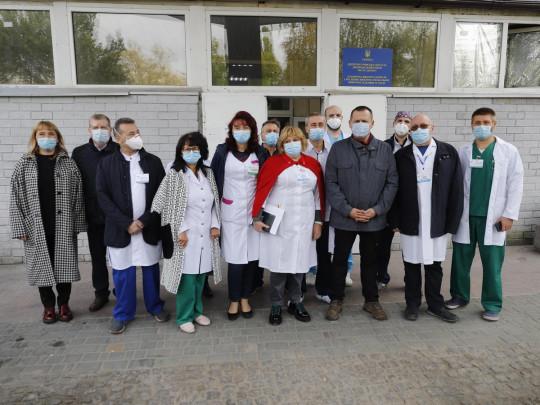 Шанс для тяжелых больных: Фонд Рината Ахметова передал государственным больницам свыше 180 аппаратов ИВЛ
