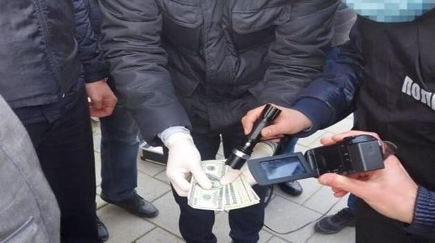 Во Львовской области сотрудника окружного административного суда поймали на взятке