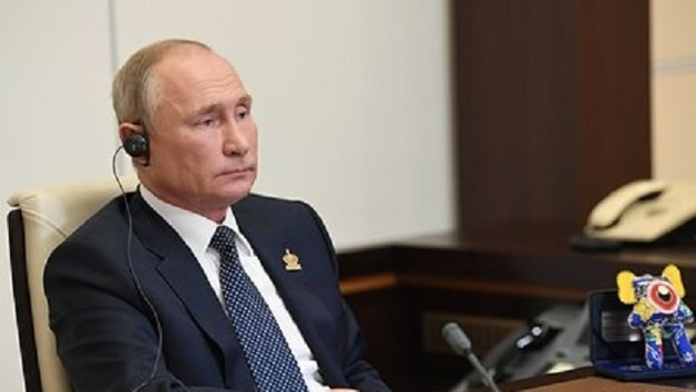 Песков раскрыл тайну странной игрушки на столе Путина