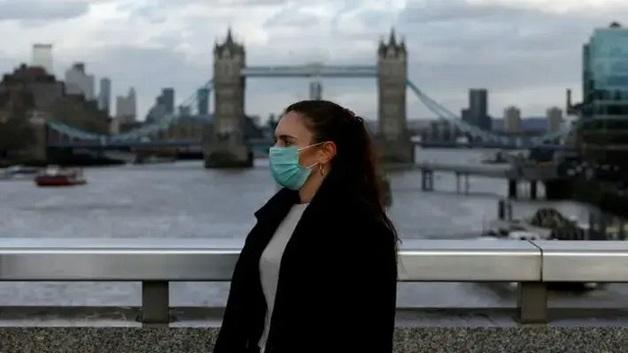 В Великобритании планируют ввести паспорта для привитых от коронавируса