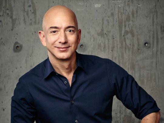 «Сплю по восемь часов и бездельничаю по утрам»: самый богатый человек в мире рассказал о своем распорядке дня