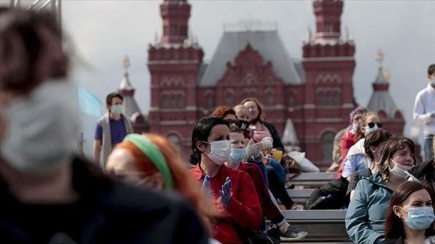 В РФ второй день подряд фиксируют рекорд суточной смертности от COVID-19