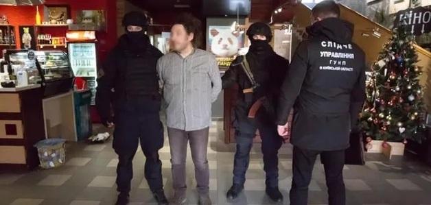 Появилось видео задержания украинского фотографа, подозреваемого в развращении малолетних