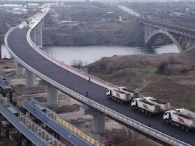 В Запорожье к приезду Зеленского не докрутили болты на новом мосту
