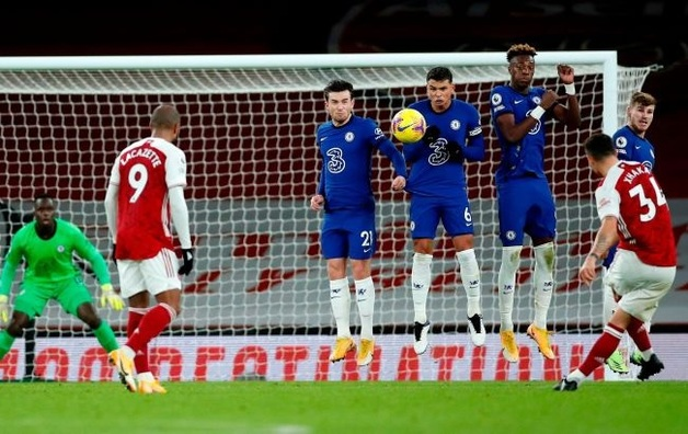 Чемпионат Англии могут прервать из-за вспышки коронавируса в клубах