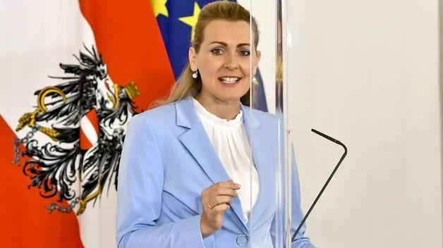 В диссертации министра труда Австрии нашли плагиат. Она подала в отставку