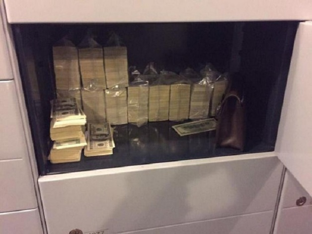 Чиновника, попавшегося на взятке в 66 миллионов гривен, назначили руководителем в фискальной службе, — Бутусов