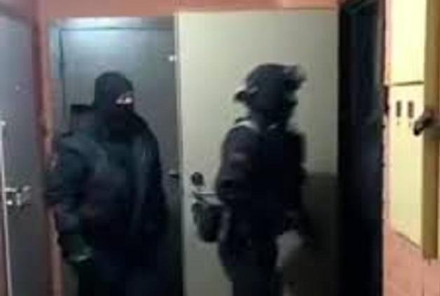 Появилось видео задержания чеченского авторитета бойцами ОМОН