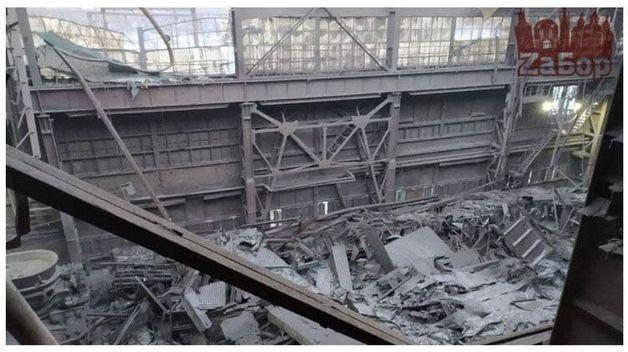 В Запорожье из-за снегопада обвалилась крыша в работающем цеху ферросплавного завода