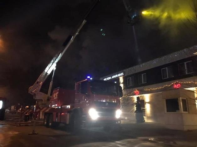 Люди кричали в панике и прыгали из окон: в Одессе жуткий пожар уничтожил отель