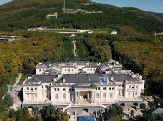«У Януковича, прости господи, был!» Альфред Кох про недостаток дворца Путина