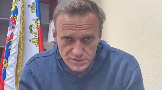"""""""В мои планы не входит вешаться на оконной решетке"""". Навальный опубликовал обращение из СИЗО"""