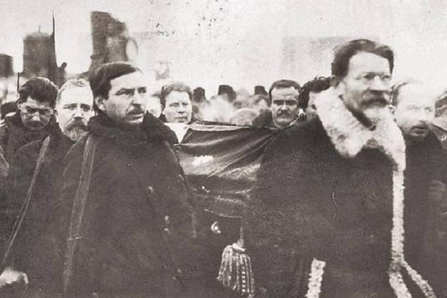 Вождь революции Владимир Ленин лёг в Мавзолей из-за интриги Сталина?