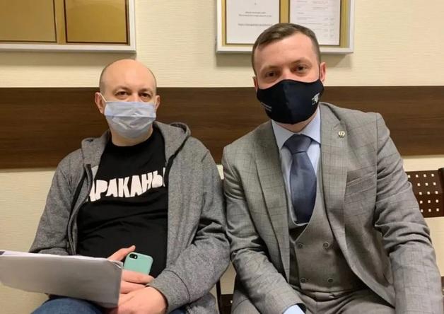 Главреду российского издания дали 25 суток ареста за репост шутки
