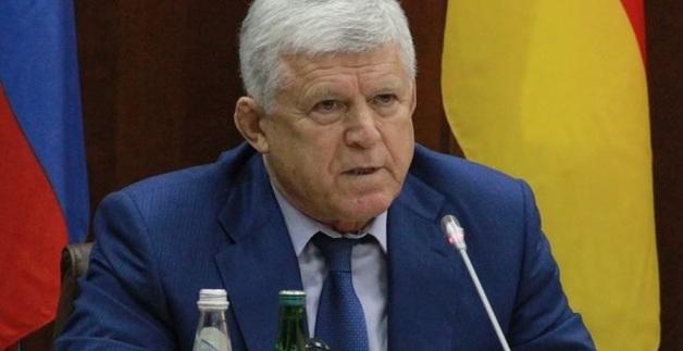 Спикер парламента Дагестана пожаловался в СК на монтаж видео, на котором он якобы угрожает подкинуть оппонентам наркотики