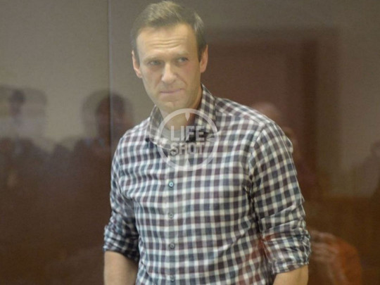 В Москве оппозиционера Навального доставили в суд