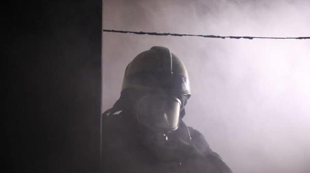 Спасая от огня общежитие в Киеве, пожарные эвакуировали 50 человек