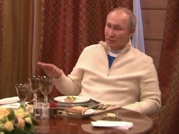 Путин и Лукашенко устроили застолье с 6 бокалами на двоих