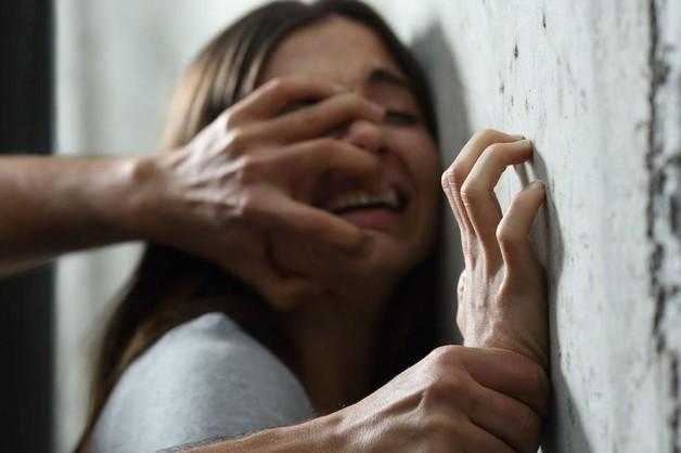 На Николаевщине педофил изнасиловал троих дочерей своей сожительницы