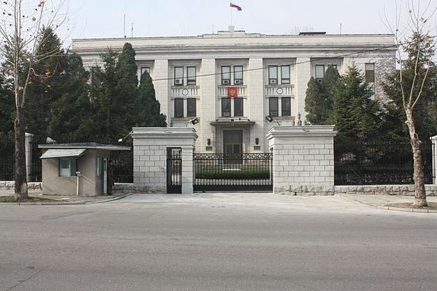Российские дипломаты с чемоданами толкали дрезину из КНДР. Эпичные фото и видео