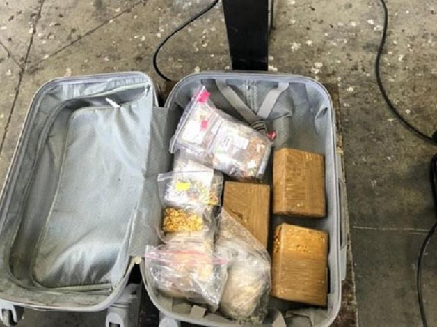 Группа сотрудников посольства Украины в Польше занималась контрабандой денег, золота и сигарет