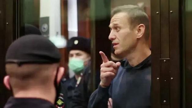 Навального отправили в колонию, в которой шьют мужские трусы