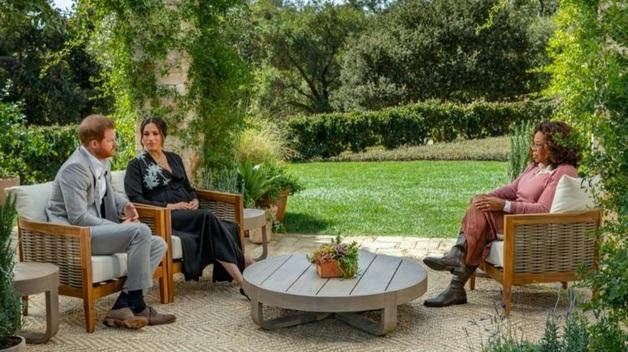 После интервью Опре Уинфри британцы больше симпатизируют королевской семье, чем принцу Гарри и его жене