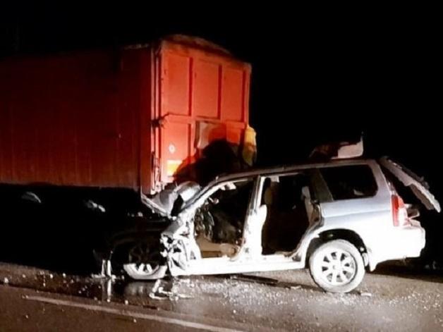 Subaru столкнулся с грузовиком MAN: на трассе под Одессой погиб полицейский