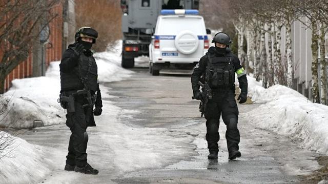 Владелец четырех элитных мотоциклов забросал спецназ гранатами