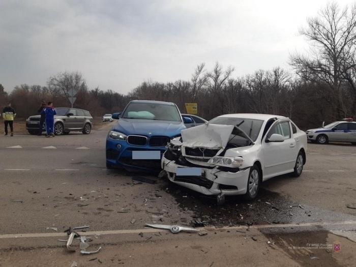 В Волгоградской области сын миллиардера попал в ДТП с автомобилем федерального судьи