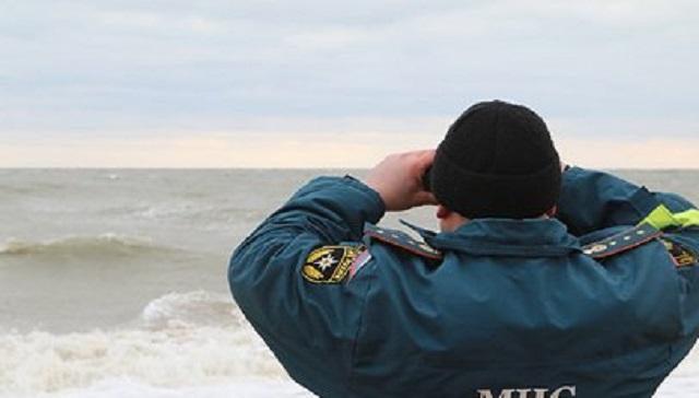 В Охотском море загорелся траулер с 80 моряками