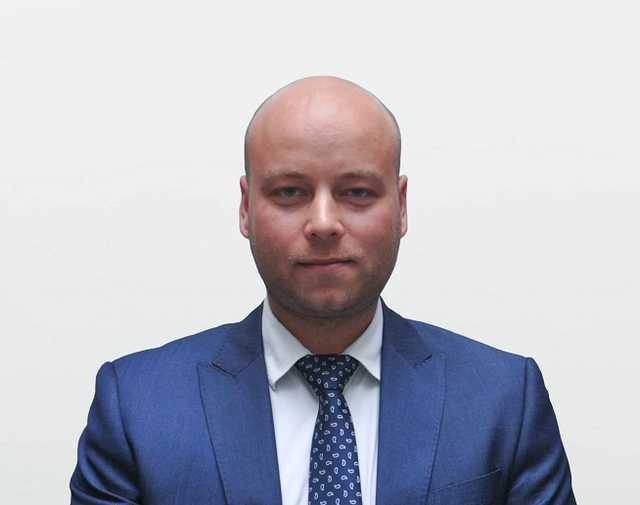 Куратор таможни в Минфине Драгончук заявил миллионный доход, счет в Австрии и огромные квартиры в Киеве