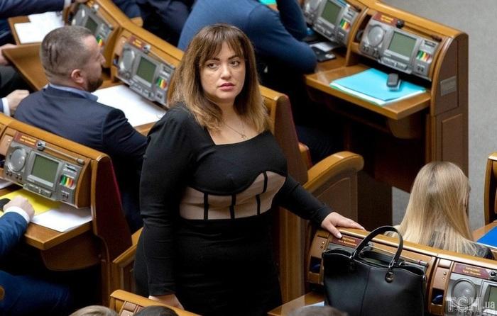 Одиозный застройщик Вавриш и бывший глава ОП Богдан пытаются назначить Лесю Забуранную главой киевской ячейки «Слуг народа»