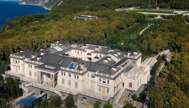 Россия обвинила Германию в «пособничестве» Навальному при съёмках фильма о «дворце Путина»